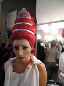 Caracterización con peluca estilo griego